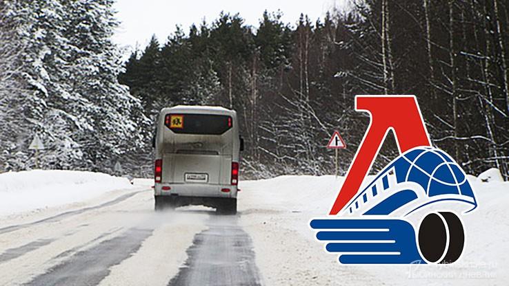 Автобус с детьми на снежной дороге