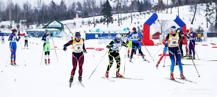 Лыжники на эстафете в Демино