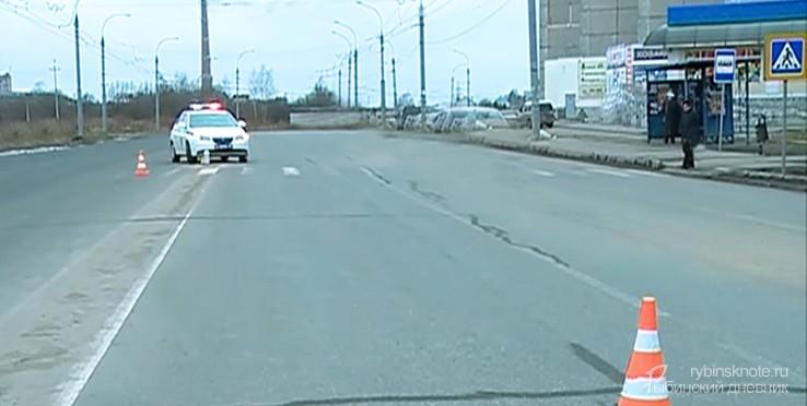 Пешеходный переход, остановка и машина ДПС