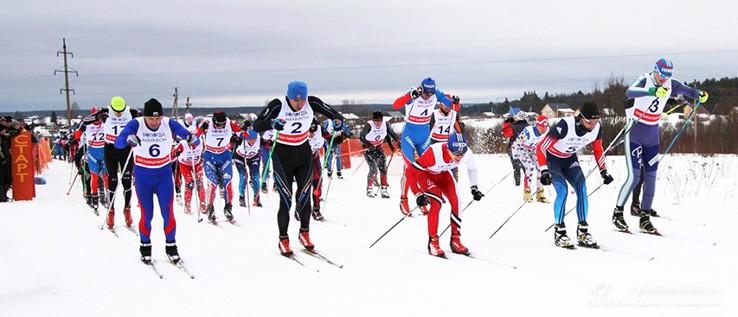 Спортсмены-лыжники на Харовском марафоне