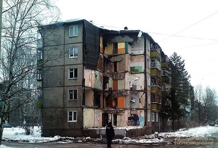 Обрушившийся дом