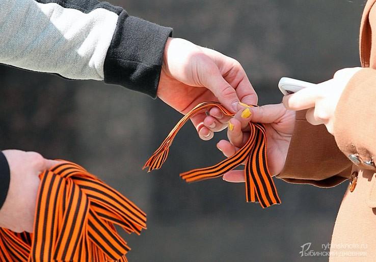 Георгиевские ленты в руках