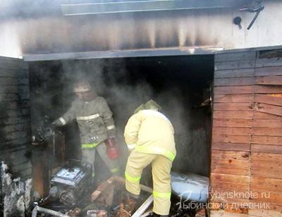Пожарные в гараже