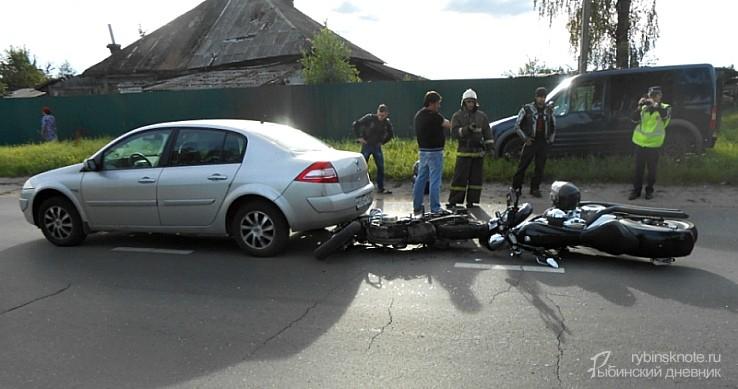 ВРыбинском районе столкнулись два мотоцикла и иностранная машина