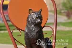 Новый памятник ярославской кошке в Питере