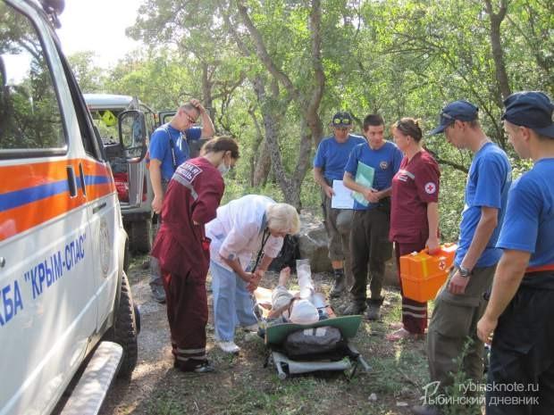 ВКрыму cотрудники экстренных служб два часа вызволяли сгоры жителя Рыбинска