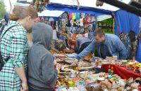 Интерес покупателей вызывали именные сувениры