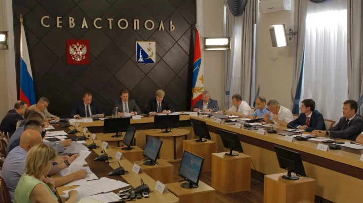 Руководство Севастополя передало судостроительному заводу «Вымпел» варенду причалы